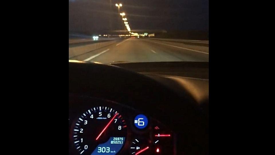 ВПетербурге водитель наспорткаре разогнался до300 км/час