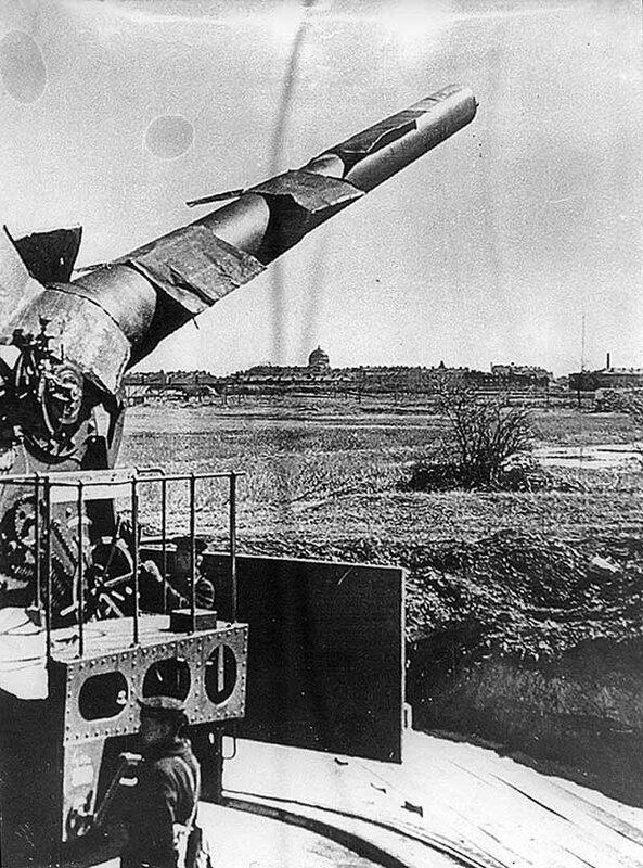 254-мм артиллерийское орудие Кронштадтской крепости. Район «Немецкого кладбища». 1942 год.