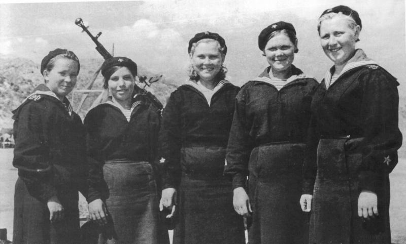 4-Экипаж катера-тральщика Т-611 Волжской военной флотилии.jpg