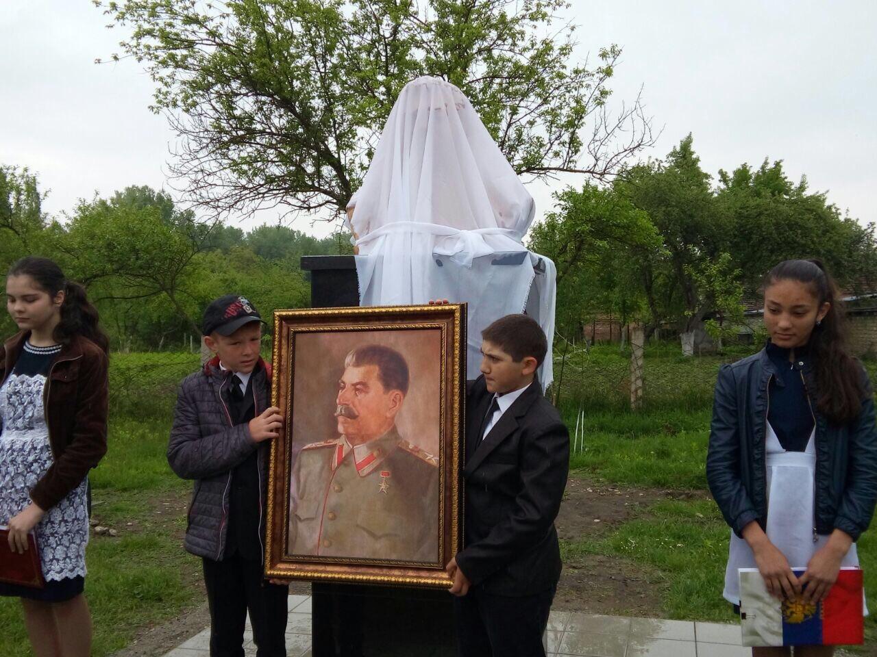 Село Красногор Ардонского района Северной Осетии. Бюст открыт 9 мая 2015-2.jpg