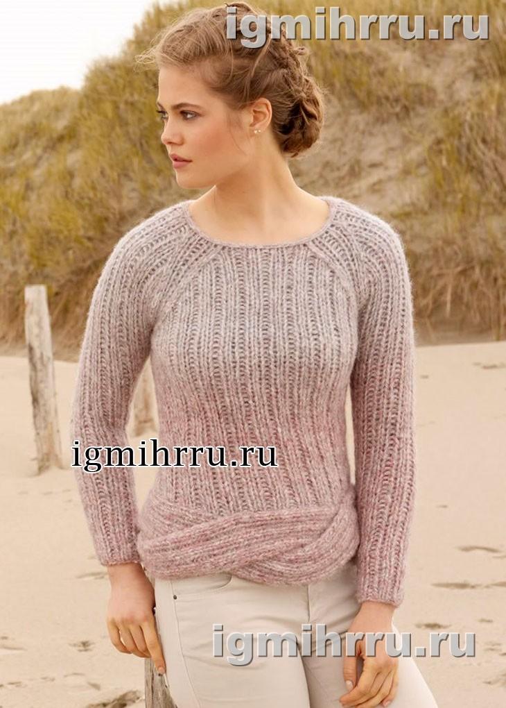 Лаконичный пуловер в розово-серых тонах с нижней косой. Вязание спицами