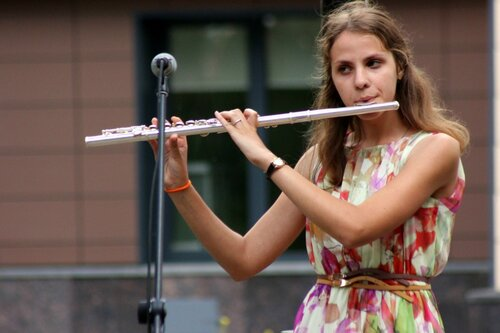 Девушка с флейтой.