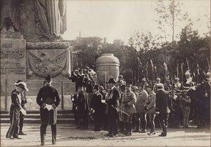 1919. Кенотаф, воздвигнутый в память о погибших в Великой войне возле Триумфальной арки