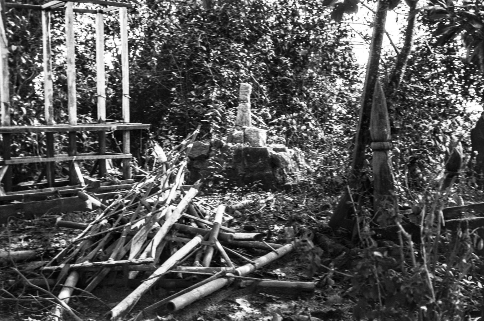 938. Кладбище