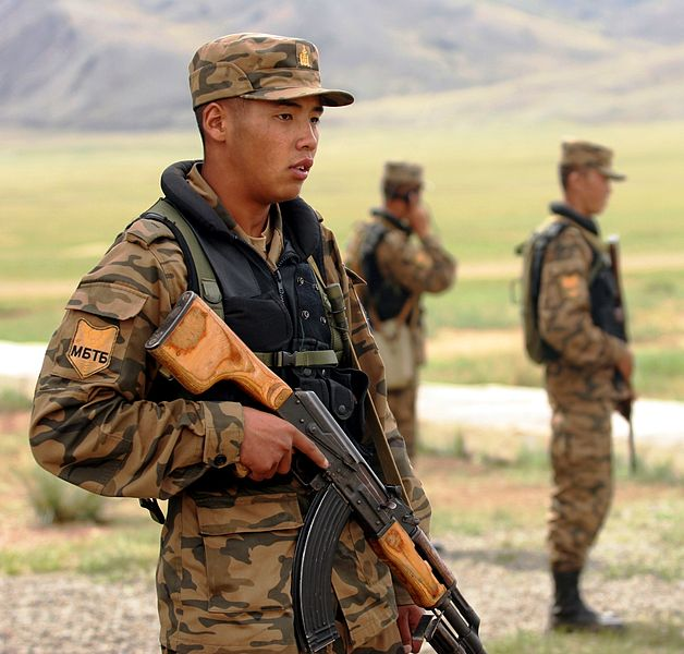 Mongolian_soldiers_in_2007.jpg