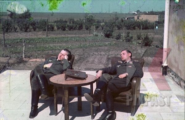 stock-photo-german-luftwaffe-flak-officers-sleeping-resting-headquarters-russia-1941-3-flak-abt-701--8042.jpg