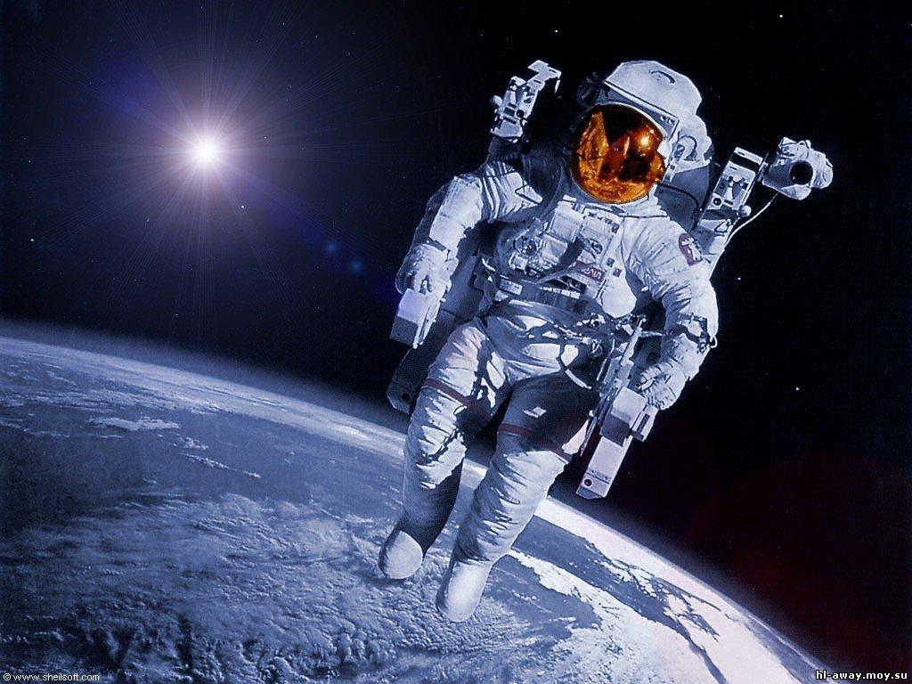 НАСА не хватает скафандров для работы на МКС