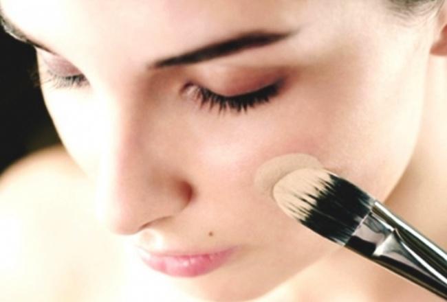 © unitedbeauty  Используйте основу, анеконсилер, чтобы скрыть недостатки кожи или красноту.