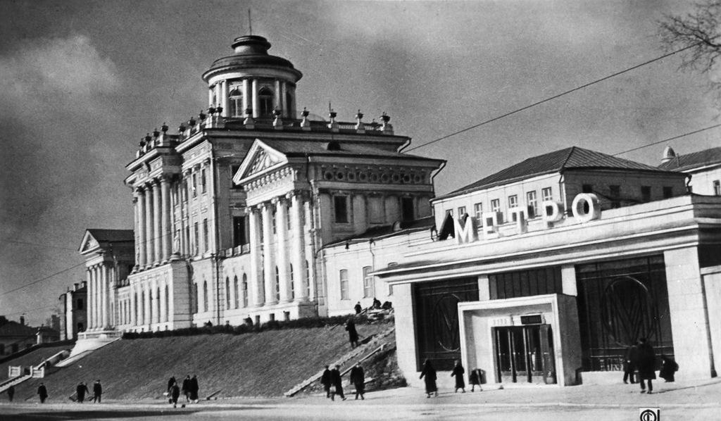 «Библиотека имени Ленина» (проектное название — «Библиотека Ленина»).