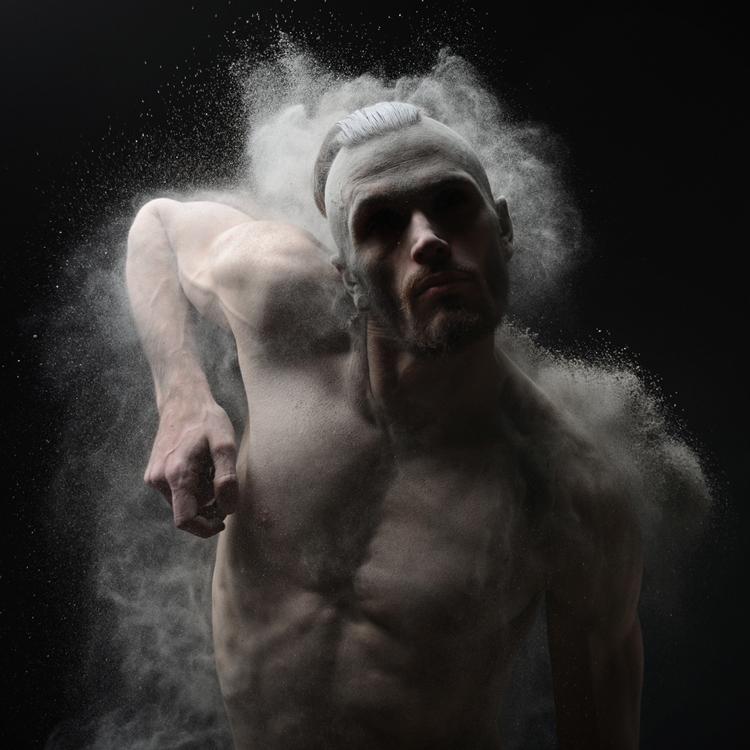 12 совершенно голых моделей в безумно драйвовом фотопроекте Оливера Вальсеччи.