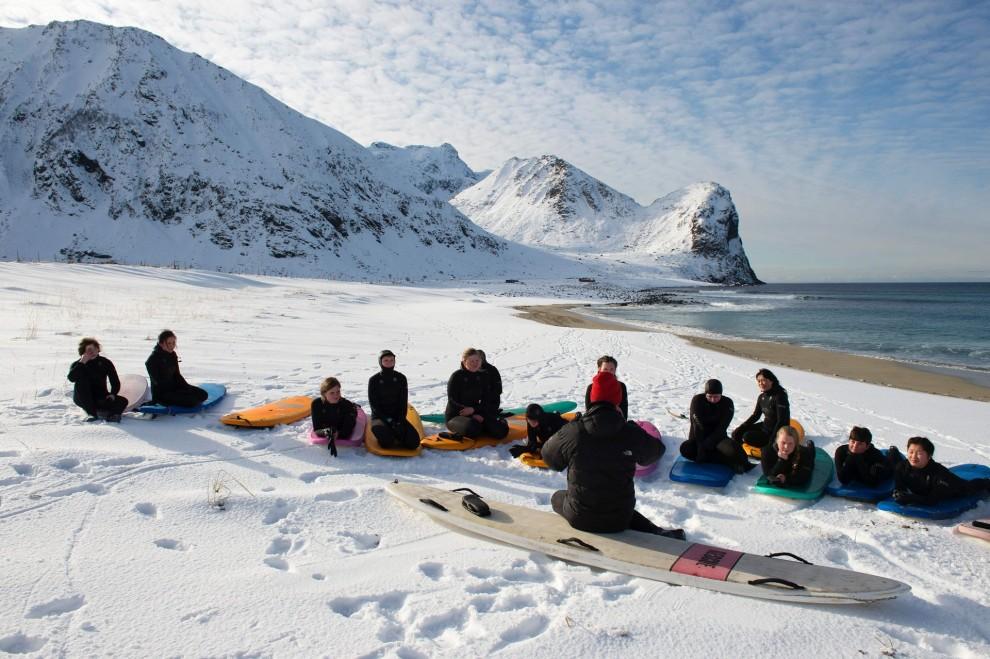 Экстремальный сёрфинг за полярным кругом на Лофотенских островах (11 фото)