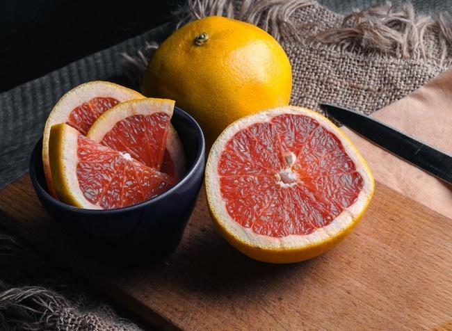 6. Грейпфрут Аромат грейпфрута активизирует работу мозга, поднимает настроение, вселяет оптимизм и п