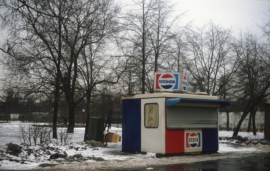 «Следы капитализма» в Парке Горького. Вероятно, эти палатки были установлены к Олимпиаде-1980.