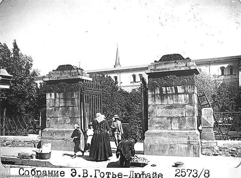 17. Ворота входа в Александровский сад.