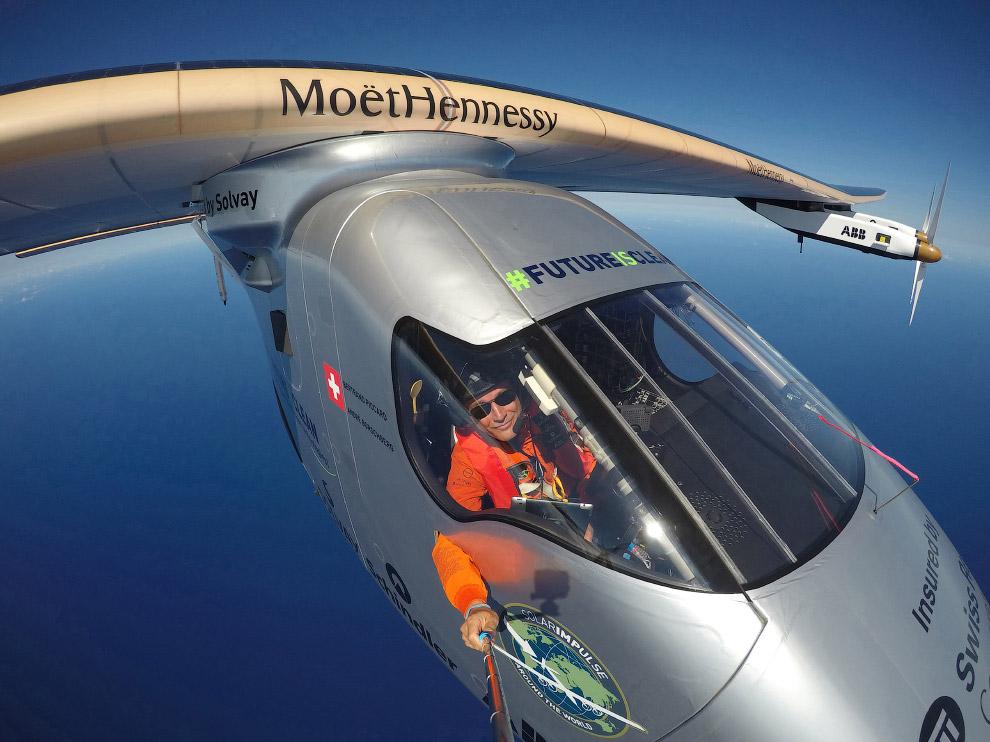 8. Самолёт на солнечных батареях «Солнечный Импульс-2» в Сан-Франциско, штат Калифорния, 23 апреля 2