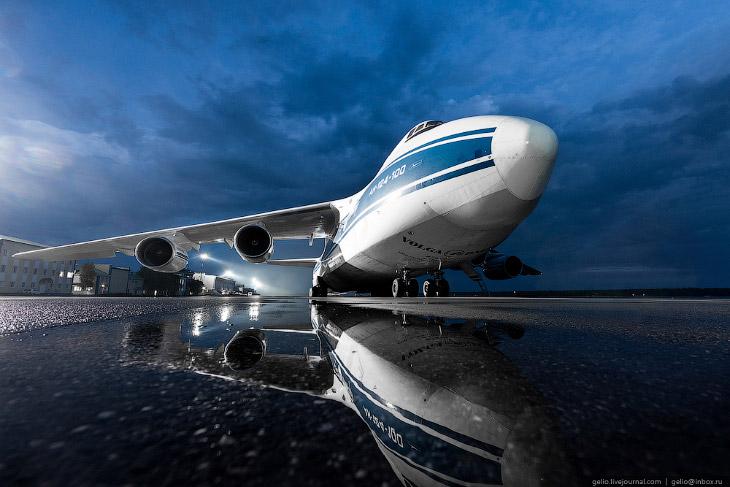 2. Первым использованием грузового потенциала самолёта в гражданских целях стала доставка в 1985 год