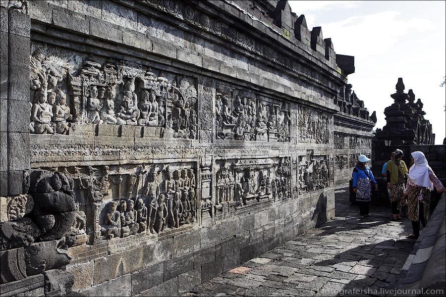 Путь к самому верху храма паломникам предстоит проделать, перемещаясь по спирали против часовой стре