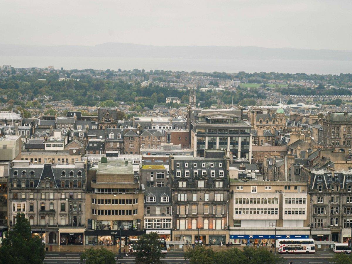 10. В середине XVIII века в Эдинбурге был построен Новый город, благодаря которому была решена пробл