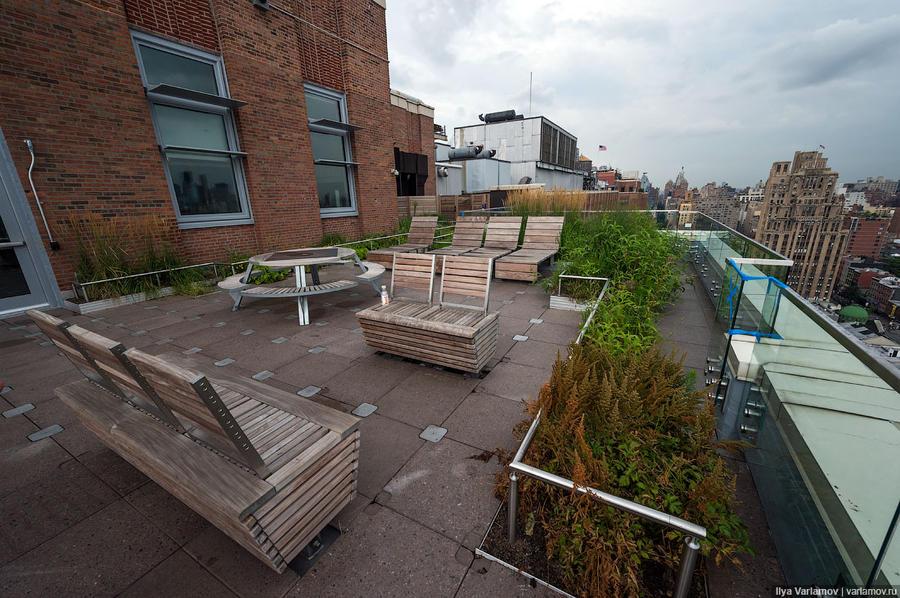 35. На крыше постарались сделать уголок, как в Хайлайн-парке Нью-Йорка.