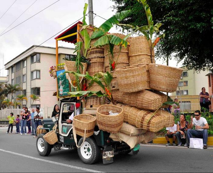 5. Плетеные корзины в грузовике