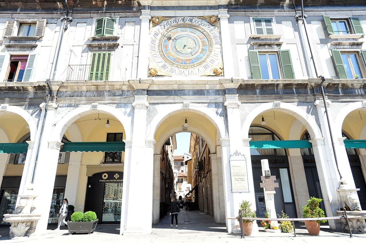15. Здание Лоджия, предназначенное для размещения городского совета, было начато в 1492 году и закон