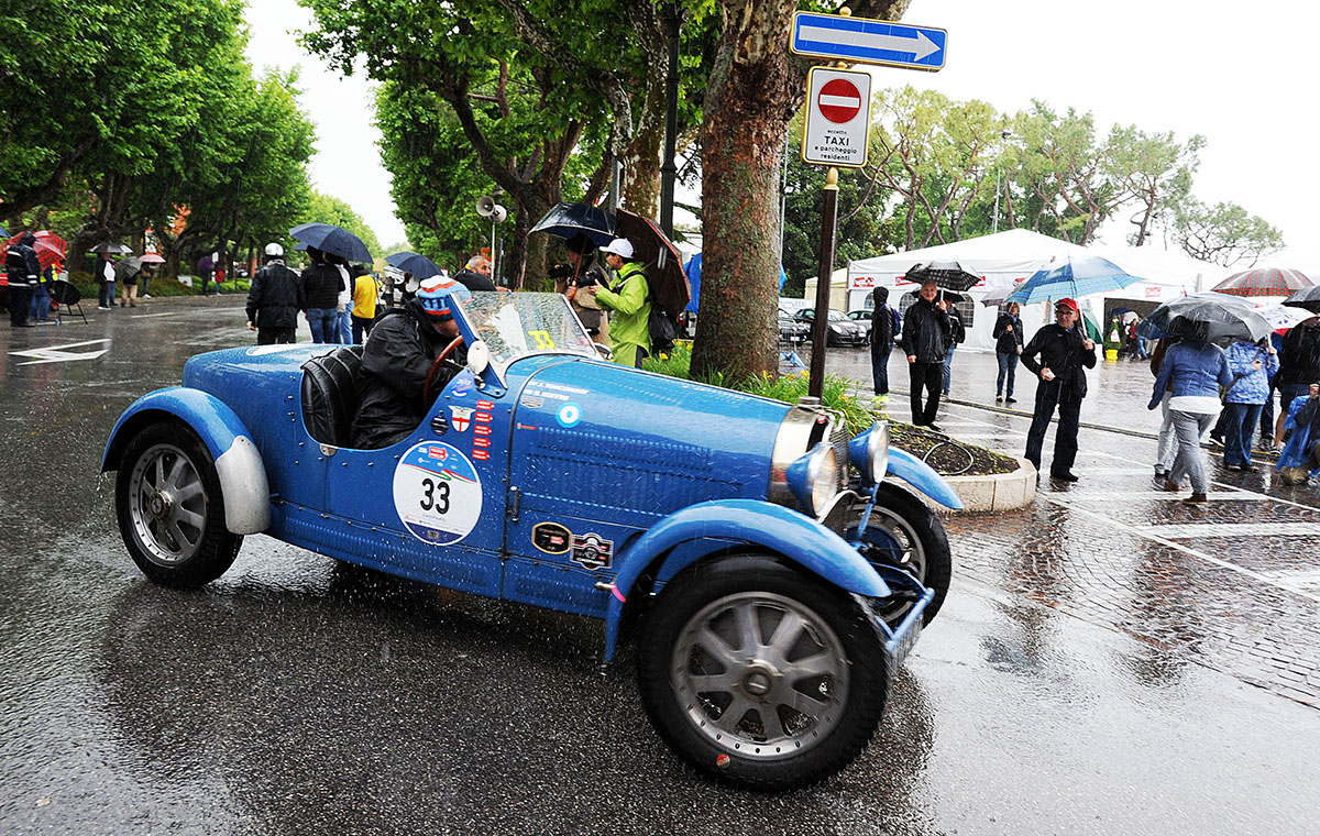 7. В современном виде Mille Miglia была возобновлена в 1982 году. Правила гонки были изменены: опред