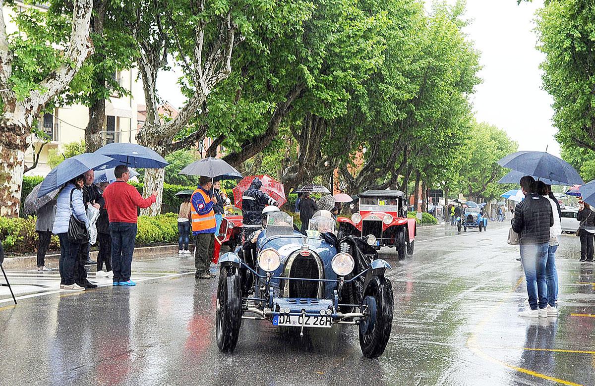 9. Автомобили, которые когда-то принимали участие в соревнованиях, пользуются особым почетом, но для