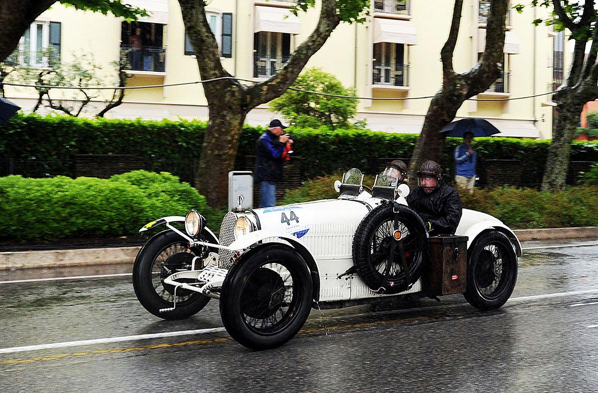 13. Mille Miglia носит звание «Самая красивая дорожная гонка в мире» (La corsa piu bella del mondo).