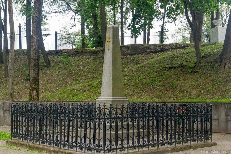Могила генерала А.А.Скалона, Лопатинский сад, Смоленск