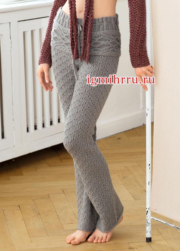 Светло-серые брюки с рельефной кокеткой. Вязание спицами