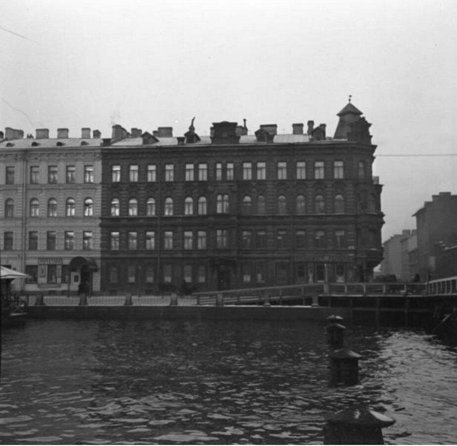 1911. Набережная (возможно, Санкт-Петербург)