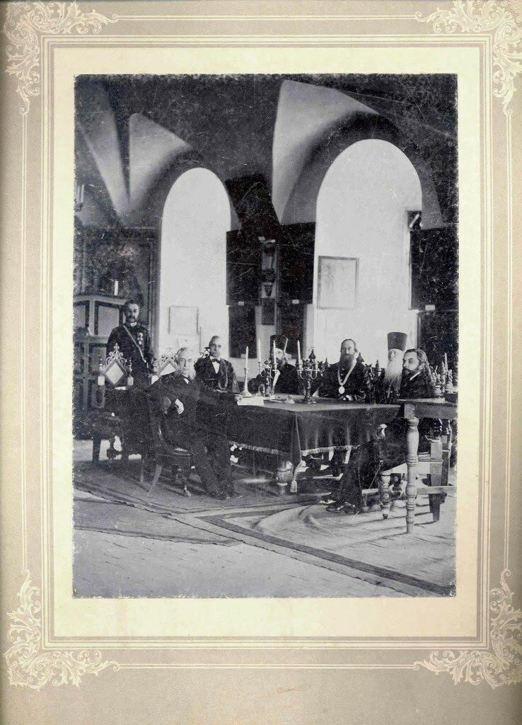 Члены комитета Ростовского музея церковных древностей. 1884