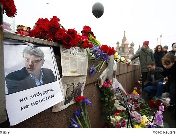 28/03/2015 Восстановленный Мемориал Борису Немцову на мосту в месте убийства 2