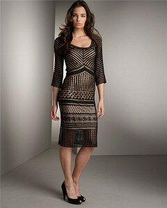 Ошеломляющая женственность Черное платье с Неймана Маркуса Наши воплощения