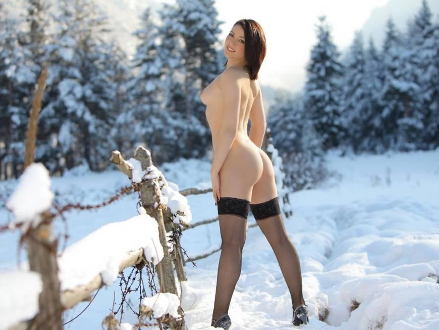 Оттраханная на снегу, лучшие фотографии рыжих девушек