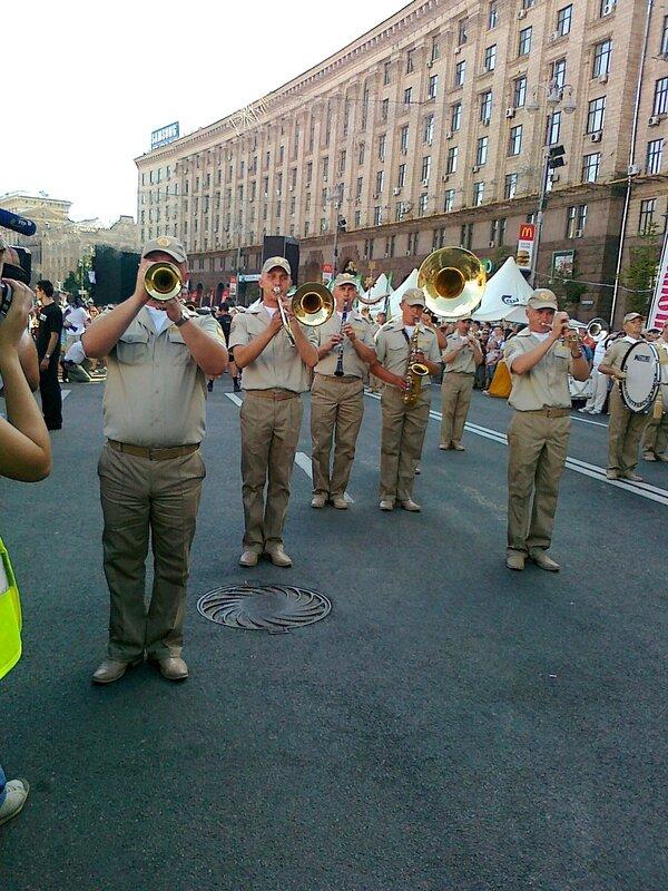 Духовой оркестр поддерживает сборную Украины