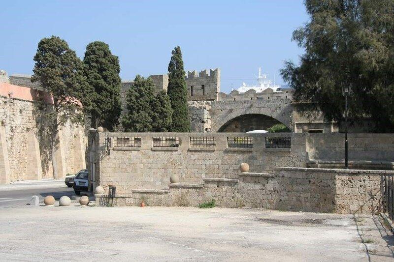 Одна из улиц в Родосской крепости