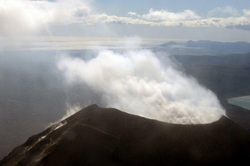 Камчатка, извержение вулкана Карымский