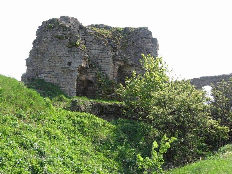Руины башни в крепости Ивангород