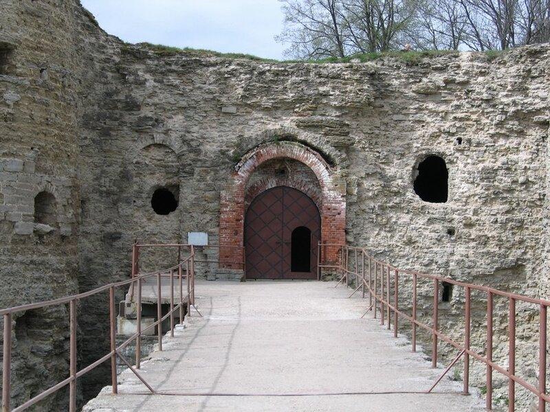 Вход в крепость, крепость Копорье