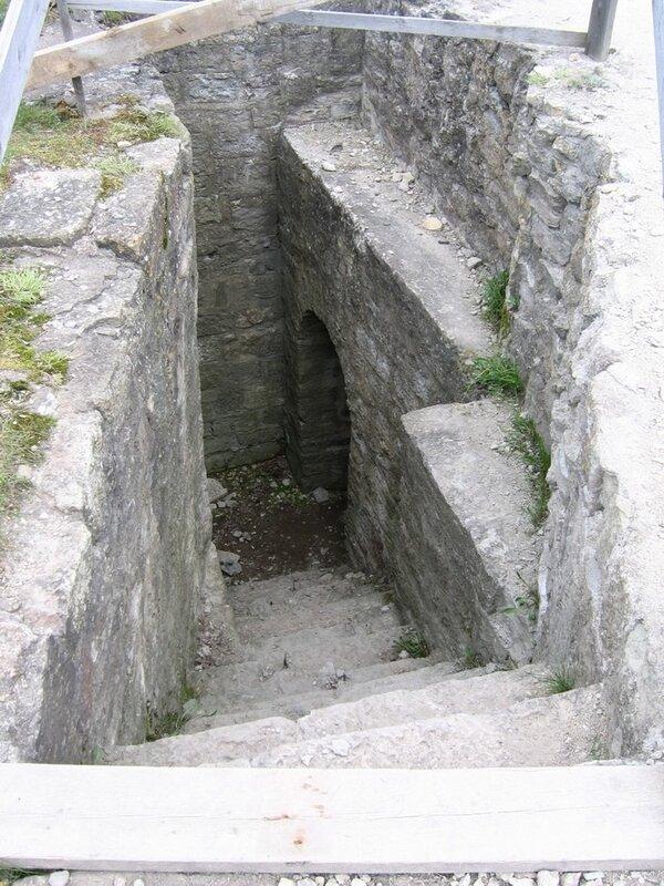Ступени в Средней башне, крепость Копорье