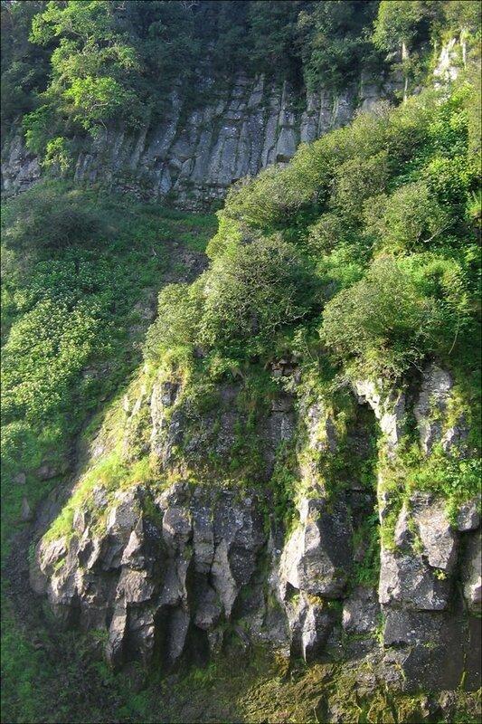 Скалы около водопада, Камчатка