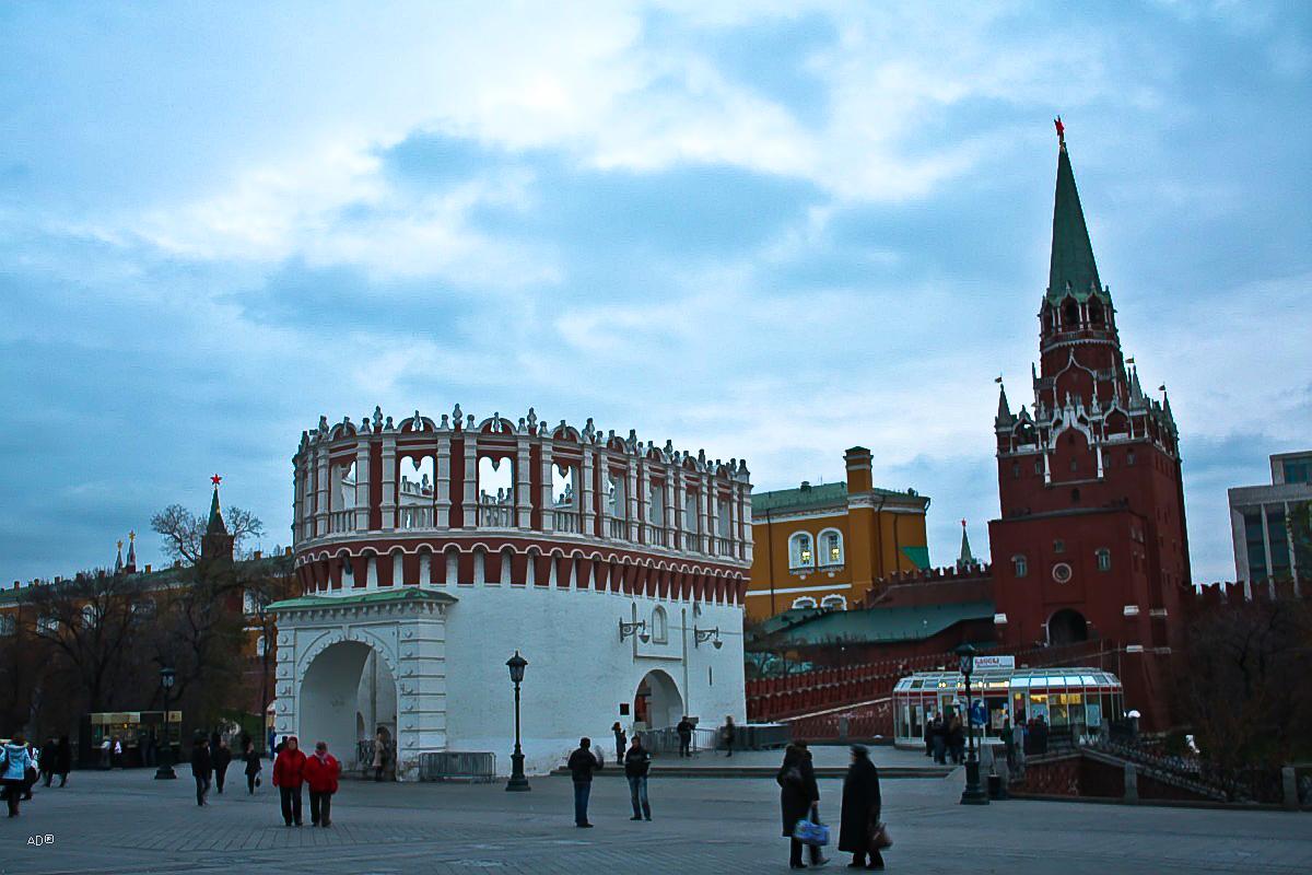 Кутафья (Предмостная) башня, Троицкий мост и Троицкая башня