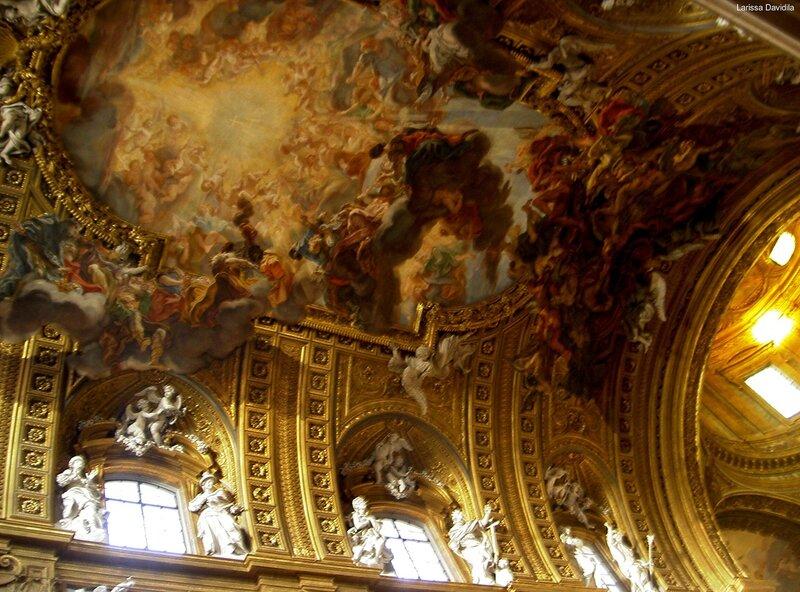 Одна из церквей Рима (3). Роспись и статуи потолка.