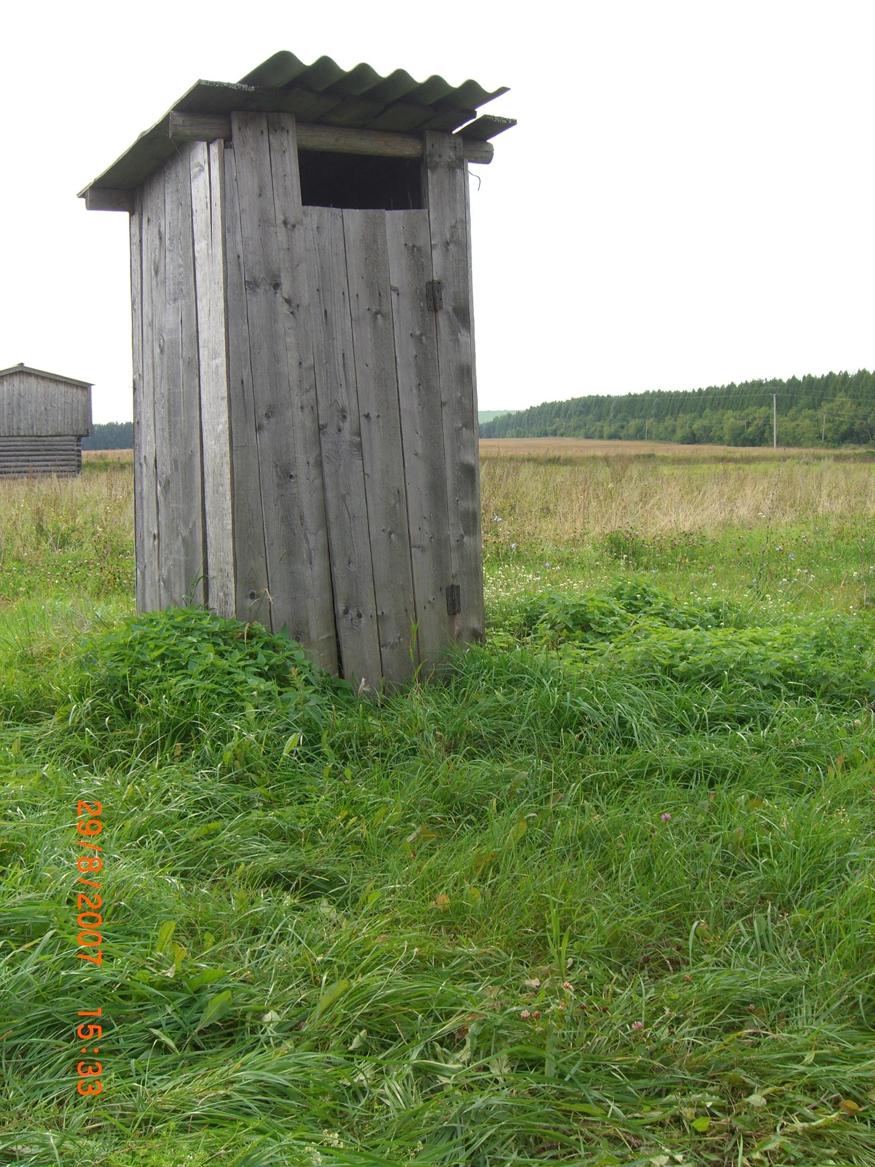 obnazhennie-devushki-na-podiume-na-visokih-kablukah