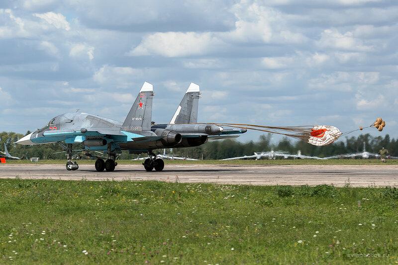 Сухой Су-34 (RF-95810 / 23 красный) D800027