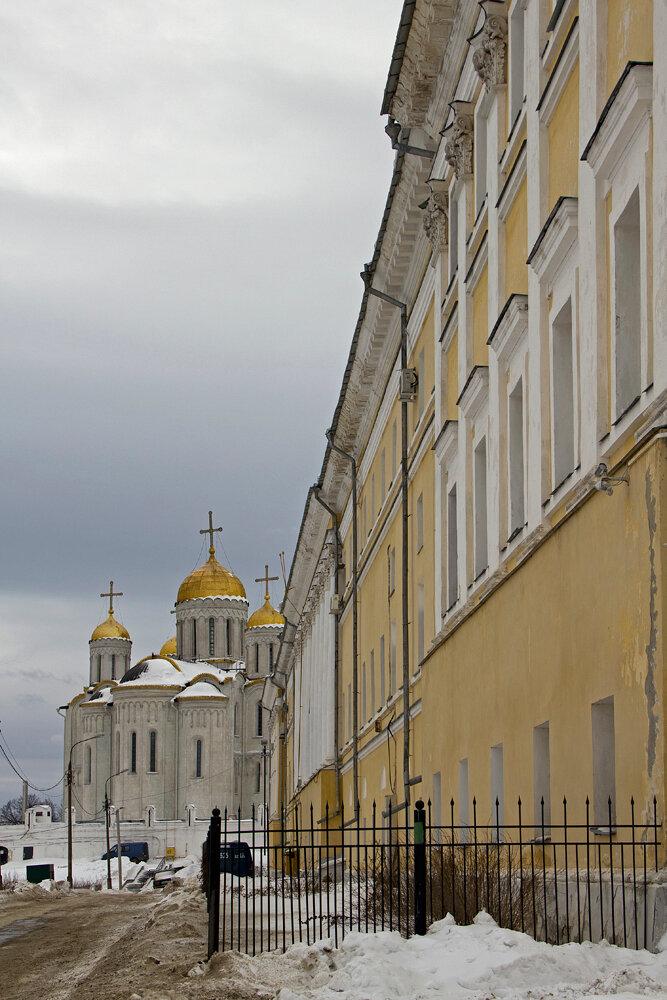 Изначально при постройке планировался быть как главный храм не только Владимиро-Суздальского княжества...