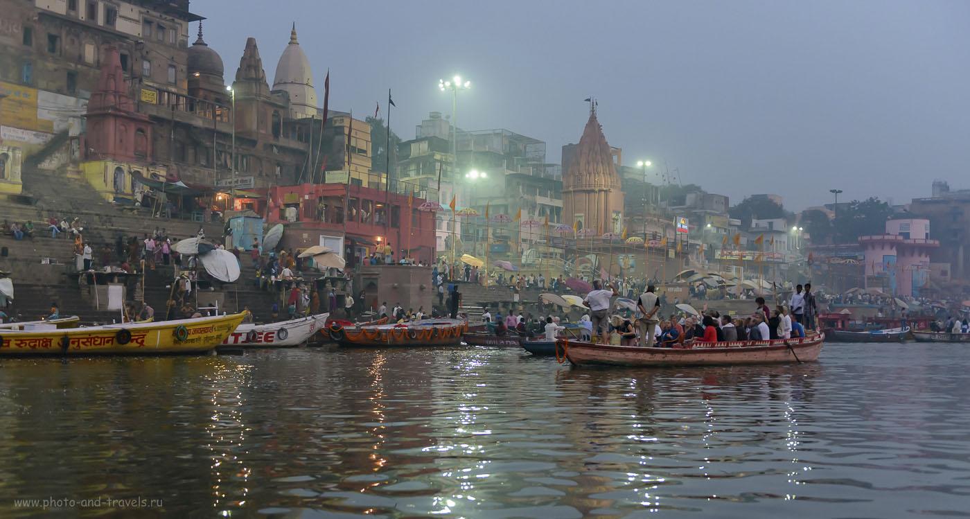 Фотография 6. Дасашвамед гхат. На нем каждый вечер проводят церемонию огненой пуджи (Ганга Маха Аарти, Ganga Maha Aarti)
