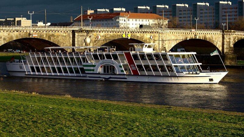 Прогулочный корабль на Эльбе