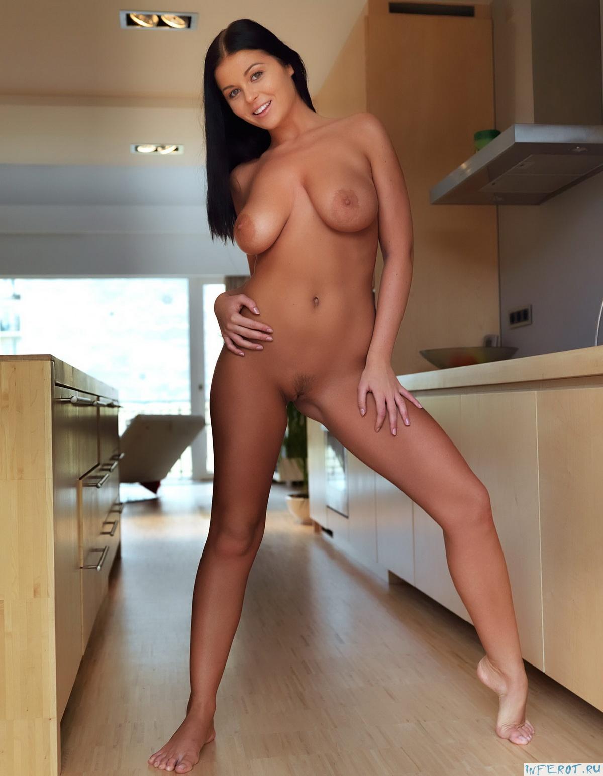 Эротический фотосет на кухне (20 фото)